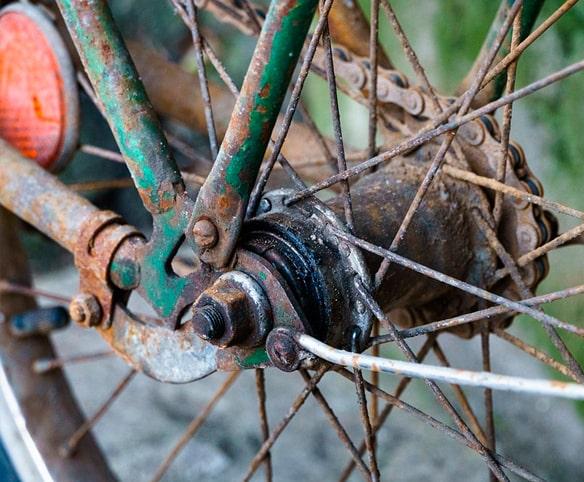 radios oxidados de bicicleta